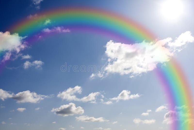 Regenboog en zon royalty-vrije stock fotografie
