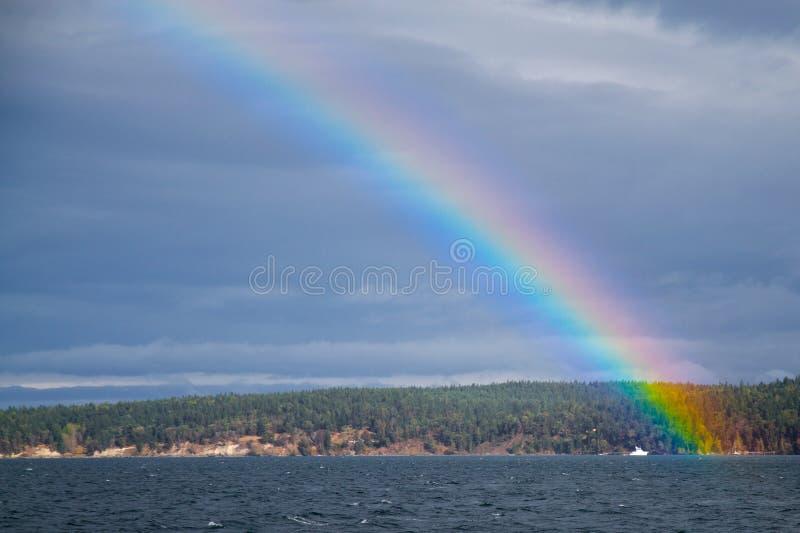Regenboog over de Baai van de Ontdekking stock fotografie