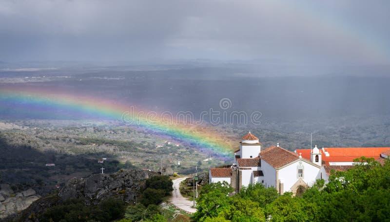 Regenboog, regen en kerk royalty-vrije stock foto's