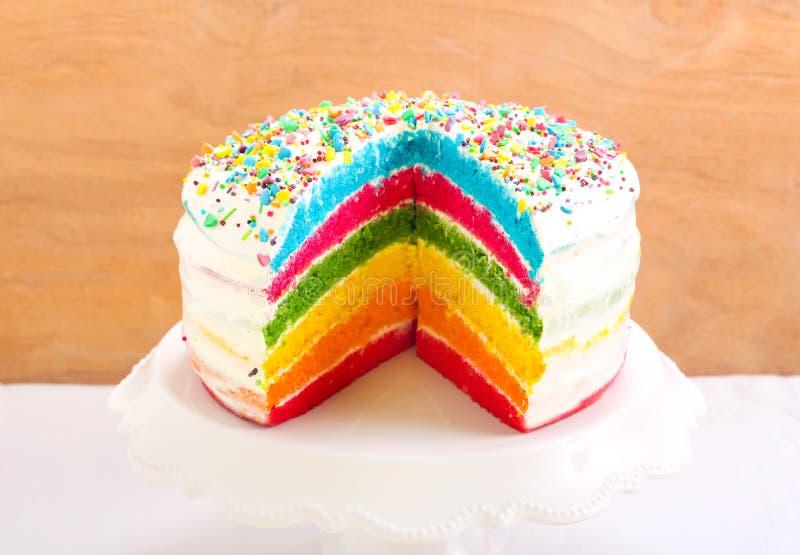 Regenboogcake stock afbeelding