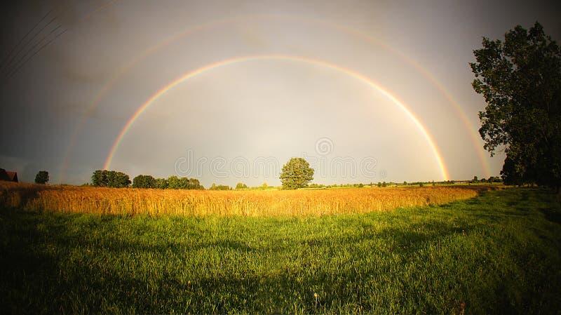 Regenboogpanorama stock foto
