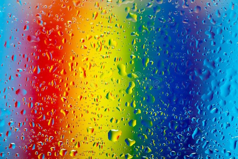 Regenboogregendruppels stock afbeelding