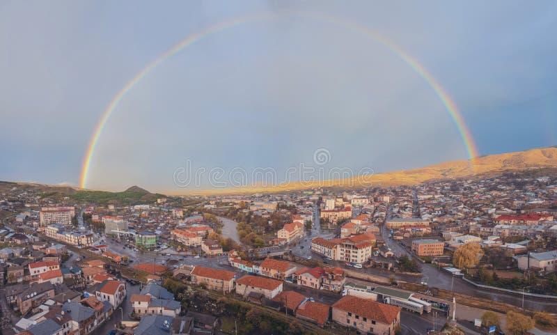Regenboogstad panoram stock afbeelding