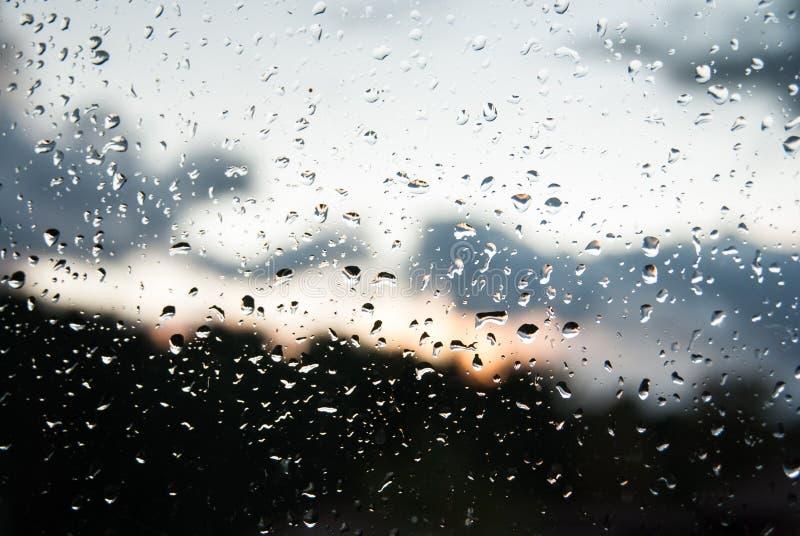 Regendruppels op een Glasvenster stock afbeelding