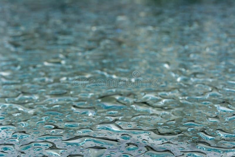 Regendruppels op het glas stock foto's