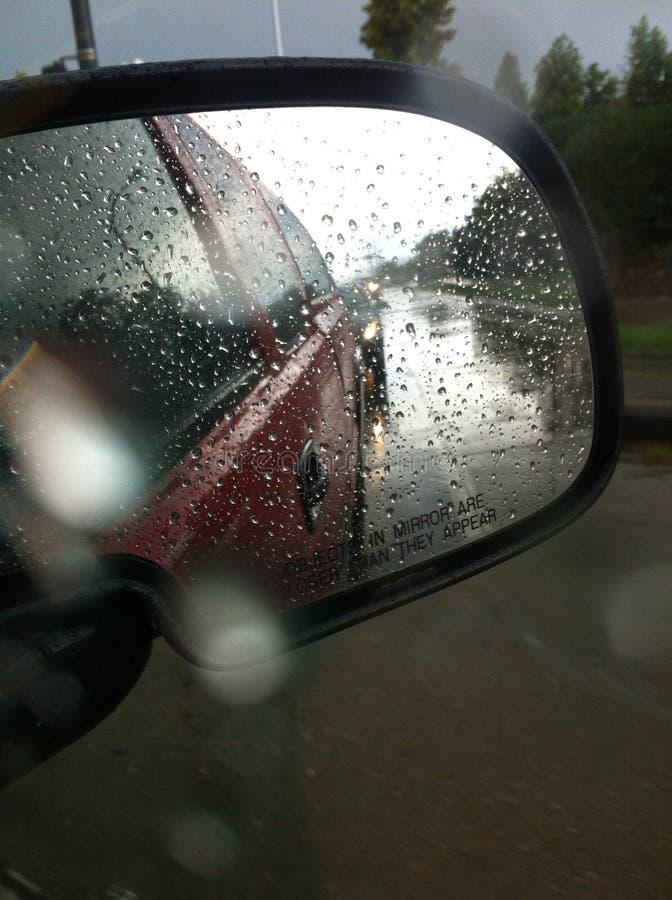 Regendruppelvrachtwagen royalty-vrije stock afbeeldingen
