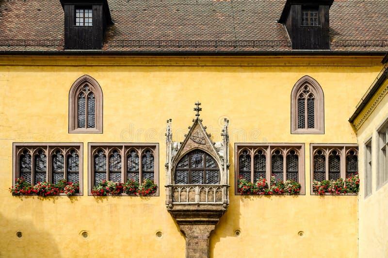 Regensburg, Germania - luglio, 09 del 2016: Vista di Città Vecchia Corridoio in un giorno soleggiato fotografie stock libere da diritti
