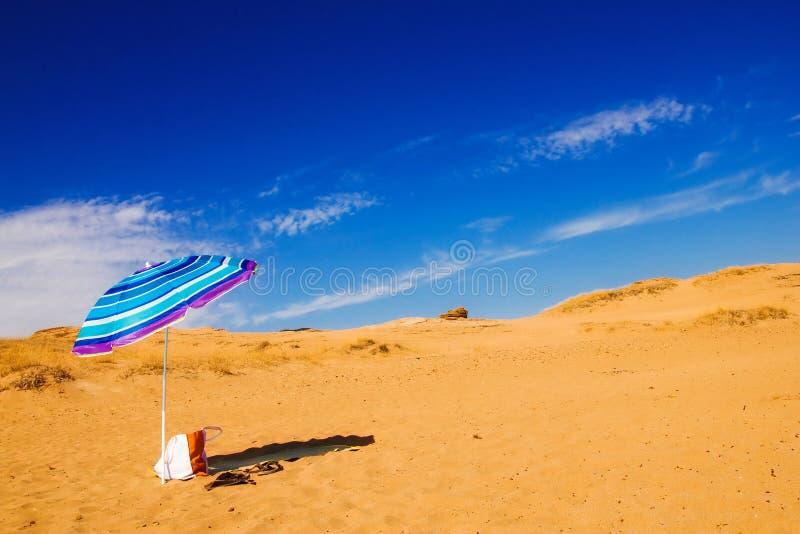 Regenschirm auf Issos-Strand, Korfu stockbilder