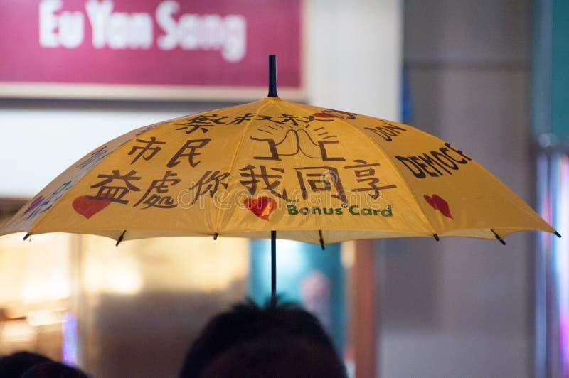 Regenschirm auf Nathan-Straße, eine Straße, die Demonstration im Jahre 2014 blockiert lizenzfreies stockbild