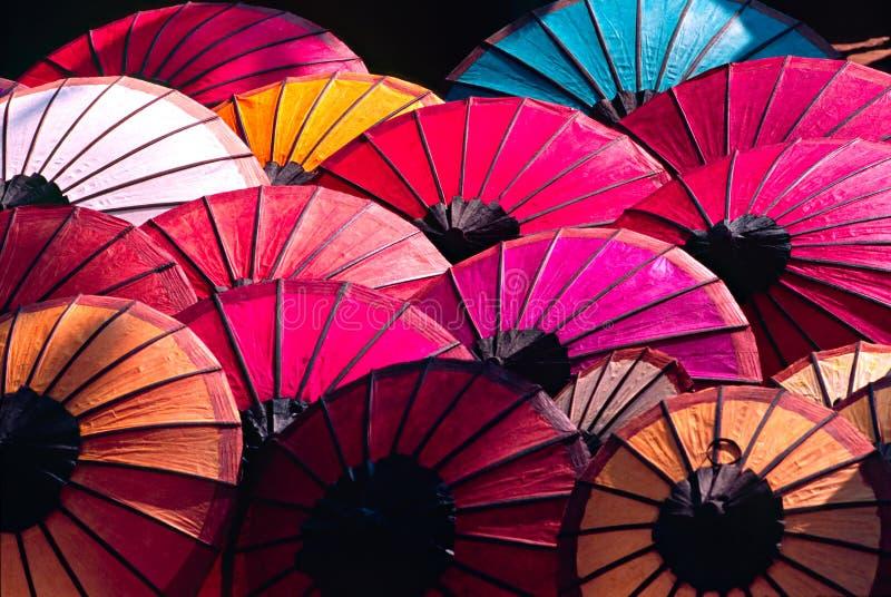 Regenschirm an einem tipical Markt, Laos. lizenzfreie stockfotografie