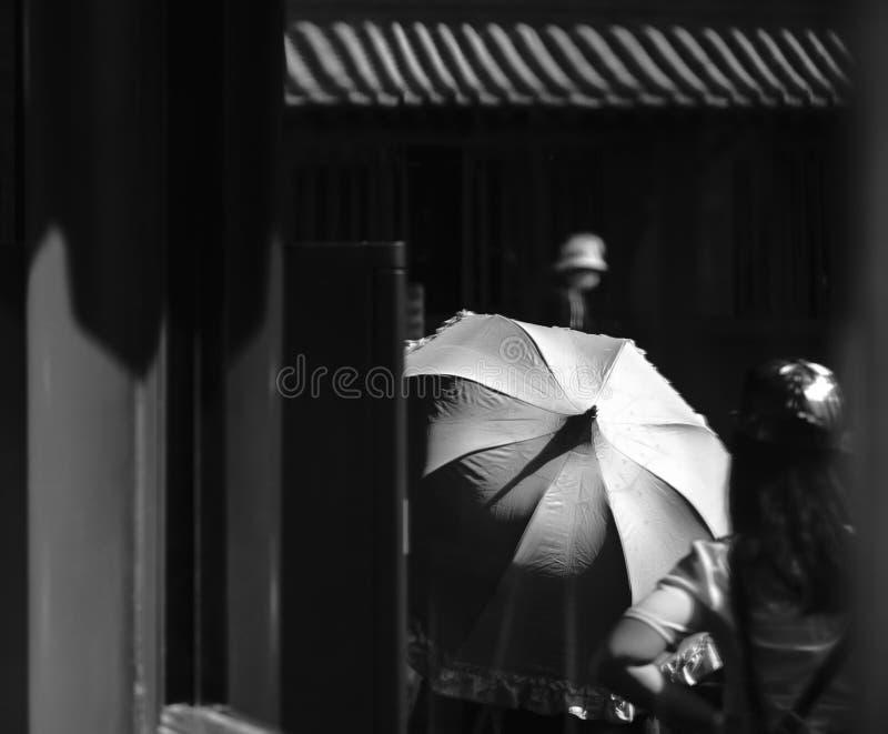 Regenschirm-Reflexion lizenzfreie stockbilder