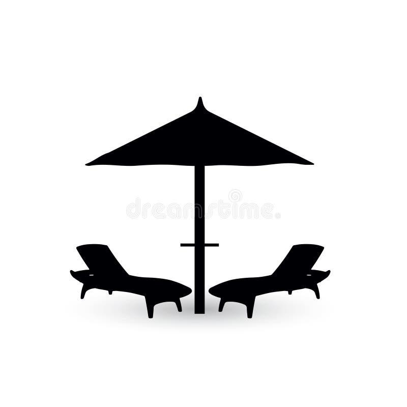Regenschirm und Stuhl zwei für den Strand stockbild