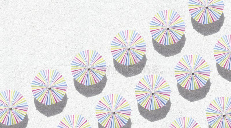 Regenschirme auf Sand stockbilder