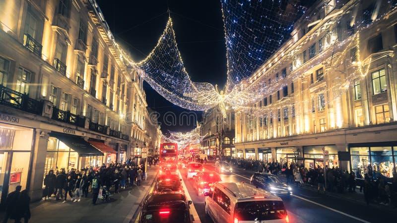 Regent Street Holiday Lights con i clienti a Londra, Regno Unito fotografia stock