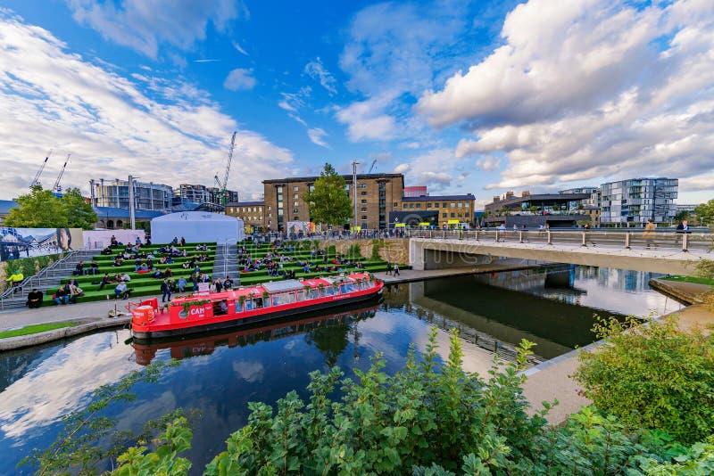 Regentkanal- och spannmålsmagasinfyrkant royaltyfria bilder