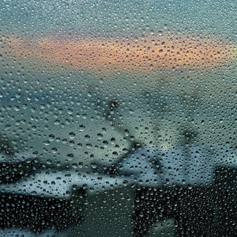 Regentropfen auf dem Fenster lizenzfreies stockbild