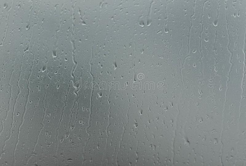 Regenval op het vensterglas royalty-vrije stock afbeeldingen
