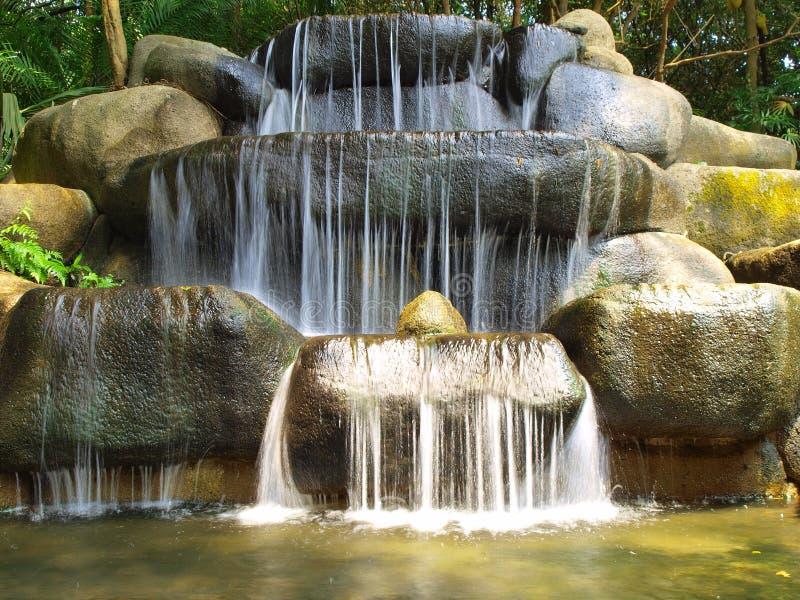 Regenwald-Wasserfall stockfotos