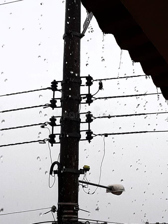 Regenwater en elektriciteit stock afbeelding
