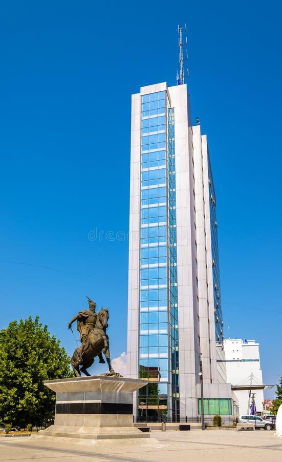 Regering av den Kosovo och Skanderbeg statyn arkivfoto