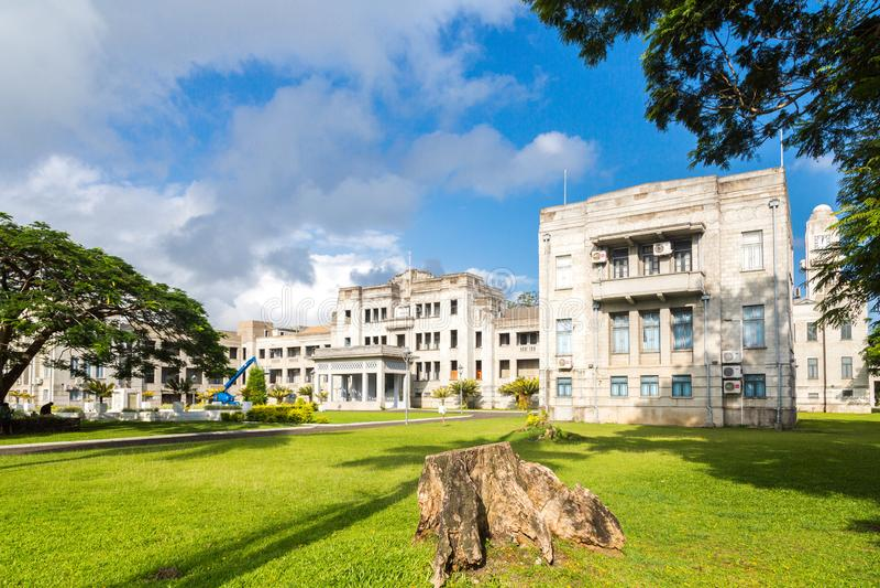 Regerings- byggnader E Högre domstol departement, parlament Melanesia Oceanien, South Pacific hav royaltyfri foto