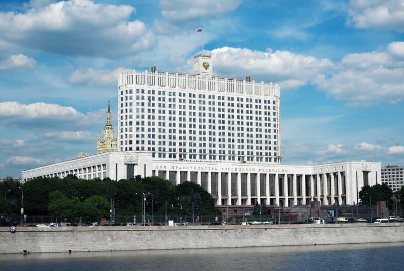 Regerings- från den ryska federationen i Moskva house white arkivfoto