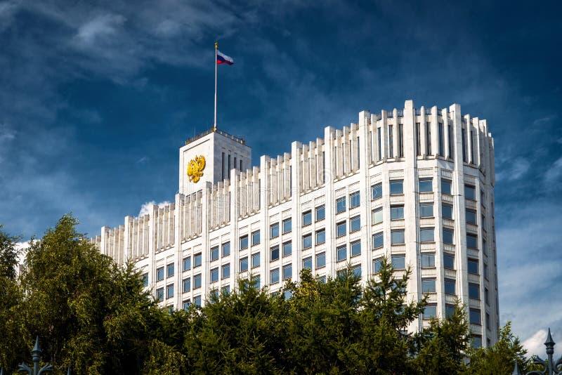 Regerings- hus som är från den ryska federationen i Moskva royaltyfria bilder
