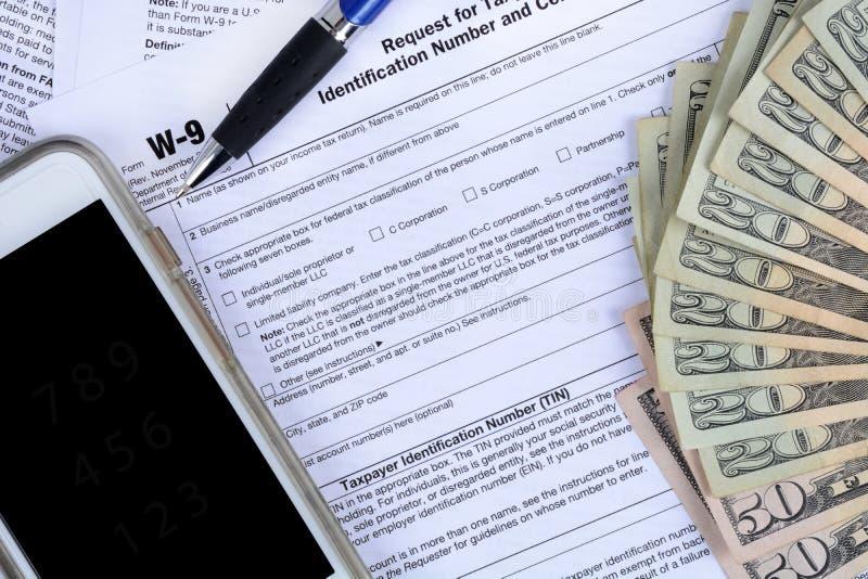 Regerings- inkomstskattformer och pengar arkivfoto