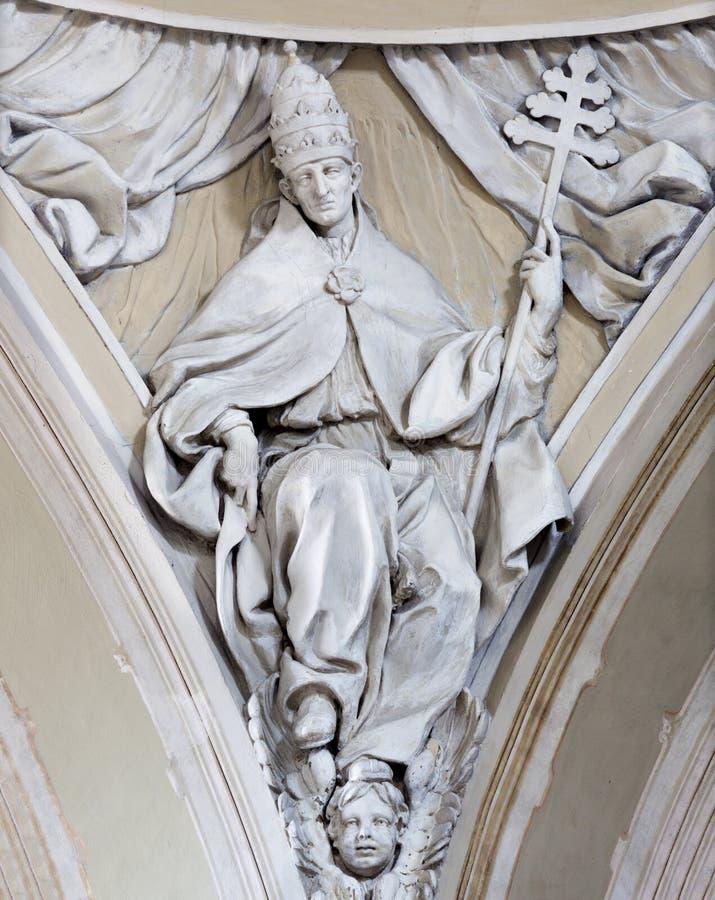 REGGIO EMILIA, ИТАЛИЯ: Сброс St Gregory больший доктор западной католической церкви в церков Chiesa di Сан Agostino стоковые изображения rf