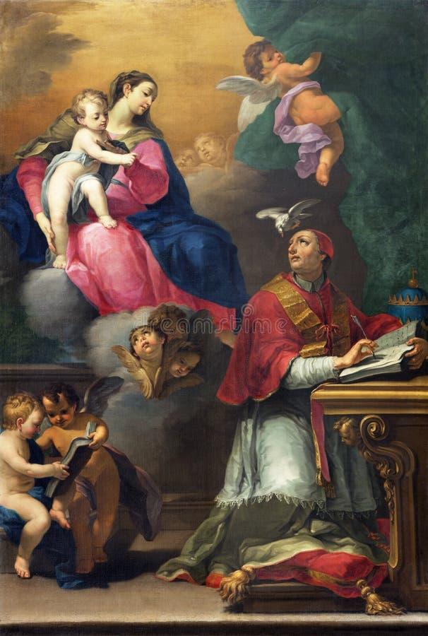 REGGIO EMILIA, ITALIA - 12 DE ABRIL DE 2018: La pintura de Madonna con el niño y el santo en los di San Prospero de la basílica d imágenes de archivo libres de regalías