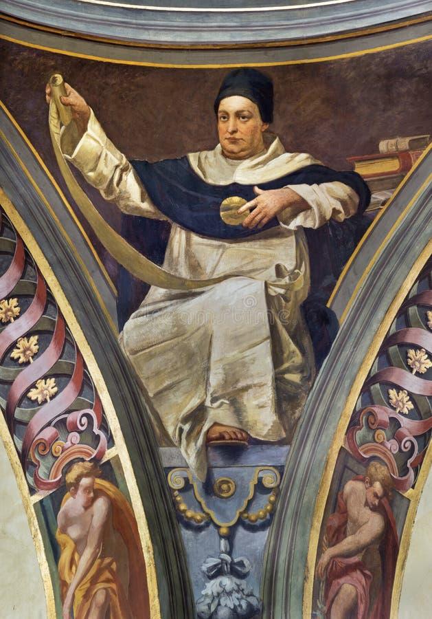 REGGIO EMILIA, ITALIEN - APRIL 12, 2018: Freskomålningen av St Thomas av Aquinas i kupol av kyrkliga Basilika di San Prospero royaltyfri fotografi