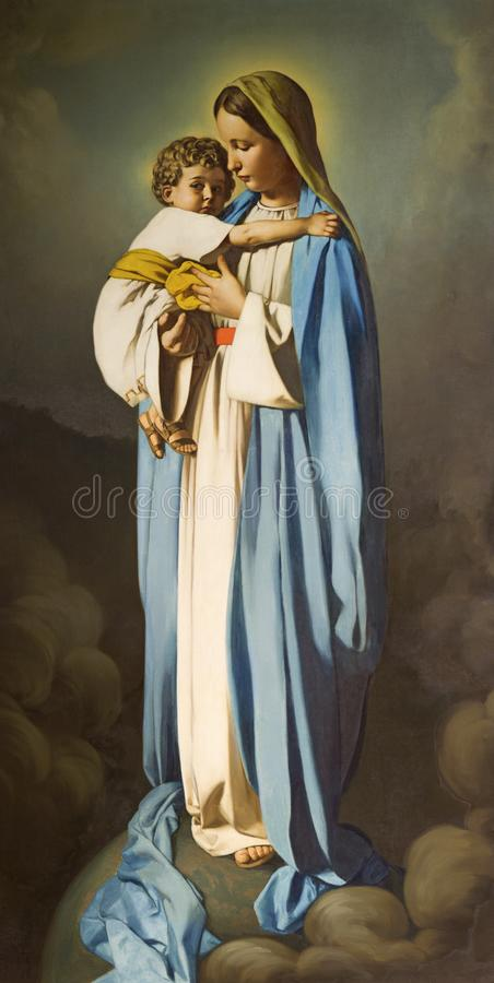 REGGIO EMILIA, ITALIEN - APRIL 12, 2018: Målningen av Madonna med barnet i den kyrkliga Chiesa deien Cappuchini royaltyfri fotografi