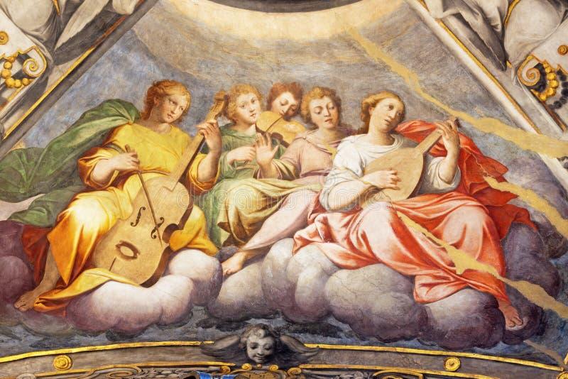 REGGIO NELL'EMILIA - l'affresco degli angeli con gli strumenti di musica in cupola dei Di San Prospero della basilica della chies immagini stock libere da diritti