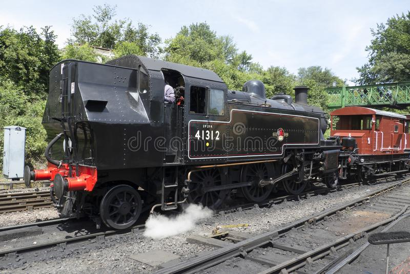 Região central de Londres e locomotiva de tanque escocesa não 4 da classe 2MT 2-6-2 fotografia de stock