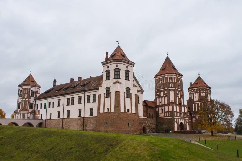 Região de Bielorrússia, Grodno, 23, em outubro de 2015: Mir Castle fotos de stock royalty free
