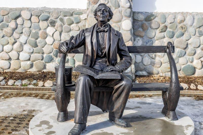 Região de Kaluga, Rússia - em março de 2019: Monumento ao escritor da prosa e ao poeta dinamarqueses Hans Christian Andersen imagens de stock