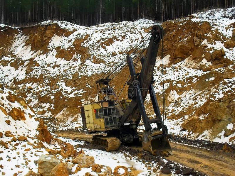 17 03 2012, região de Rússia, Sverdlovsk, mina da bauxite de Toshim - máquina escavadora da trilha da esteira rolante de Voronezh foto de stock royalty free