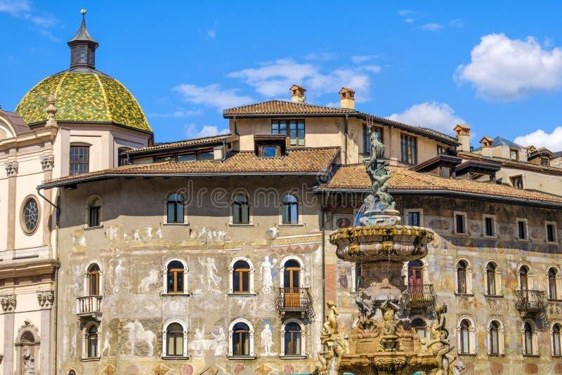Região de Trento Piazza Duomo Trentino Alto Adige - Itália imagem de stock royalty free
