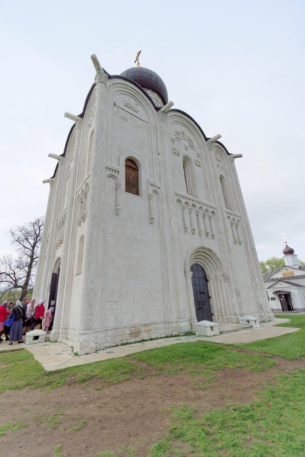Região de Vladimir, Rússia - 6 de maio 2018 Igreja do Intercession no Nerl imagens de stock royalty free