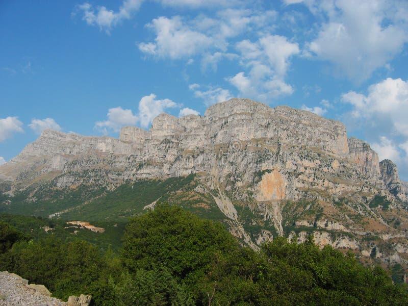 Região Grécia de Zagorochoria Epirus do pico de Astraka imagem de stock