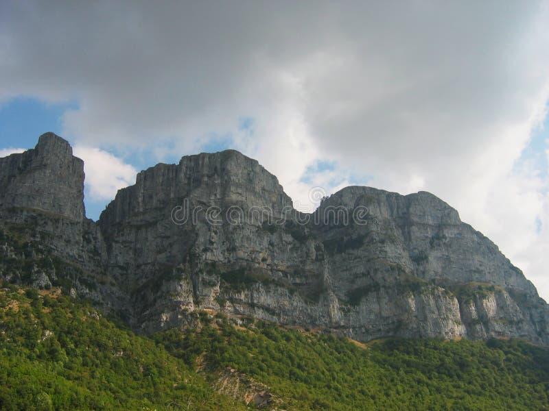 Região Grécia de Zagorochoria Epirus do pico de Astraka imagens de stock
