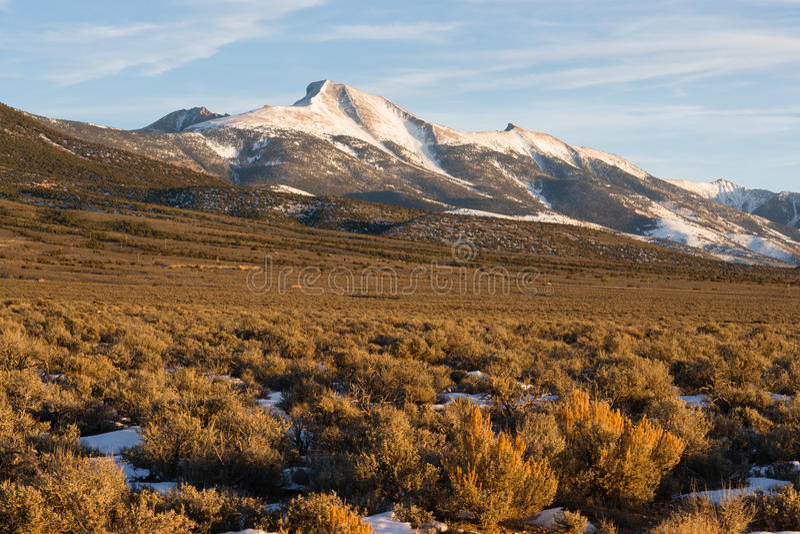 Região Nevada Landscape da bacia do pico de montanha alta grande imagens de stock royalty free