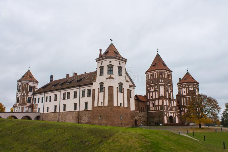 Región de Bielorrusia, Grodno, 23, octubre de 2015: Mir Castle fotos de archivo libres de regalías