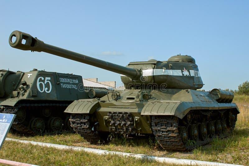 REGIÓN DE MOSCÚ, RUSIA - 30 DE JULIO DE 2006: El tanque pesado soviético IS-2 adentro imagenes de archivo