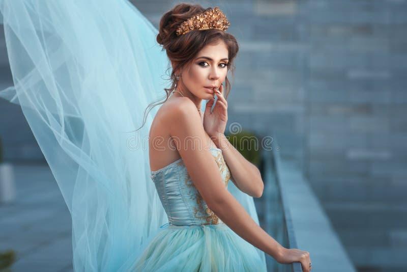Regina da vestirsi immagini stock