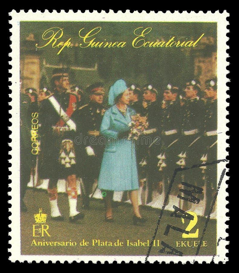 Regina Elizabeth che ispeziona le truppe immagine stock libera da diritti