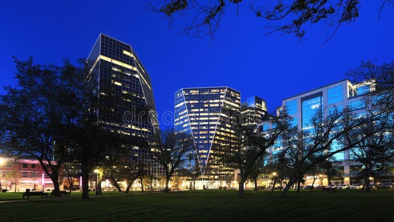 Regina, Kanadas cityscape på natten royaltyfria bilder
