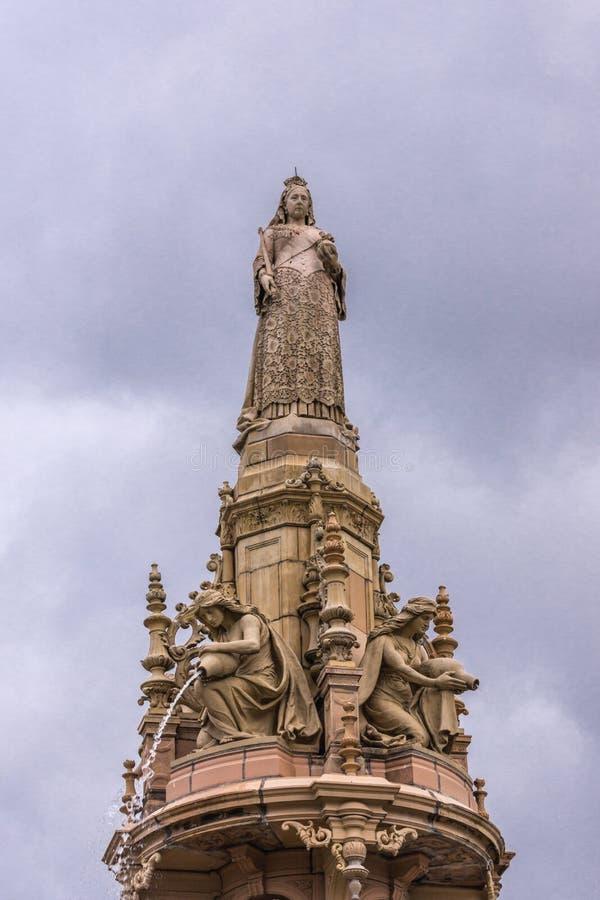 Regina Victoria sopra la fontana di Doulton, Glasgow Scotland Regno Unito fotografia stock libera da diritti