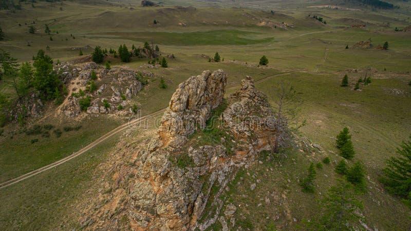 Region Baikal Direkte Straße auf der Steppe von Tazheranskaya in der Nähe der Steinfelsen, genannt das Tal der Stone Spirits Luft lizenzfreies stockfoto