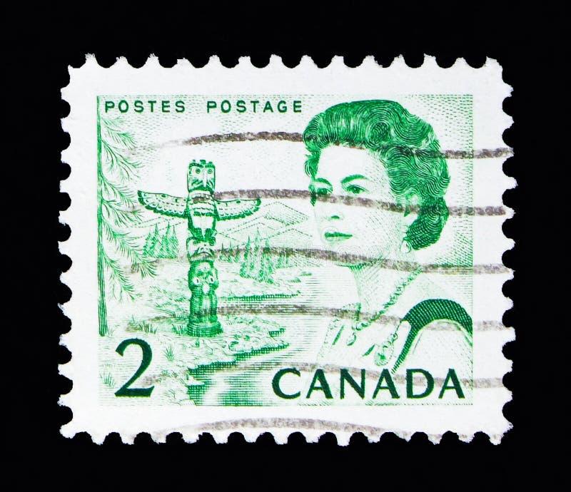 Region der Königin Elizabeth II, des Totempfahls und des Waldes auf dem Pazifik lizenzfreies stockfoto